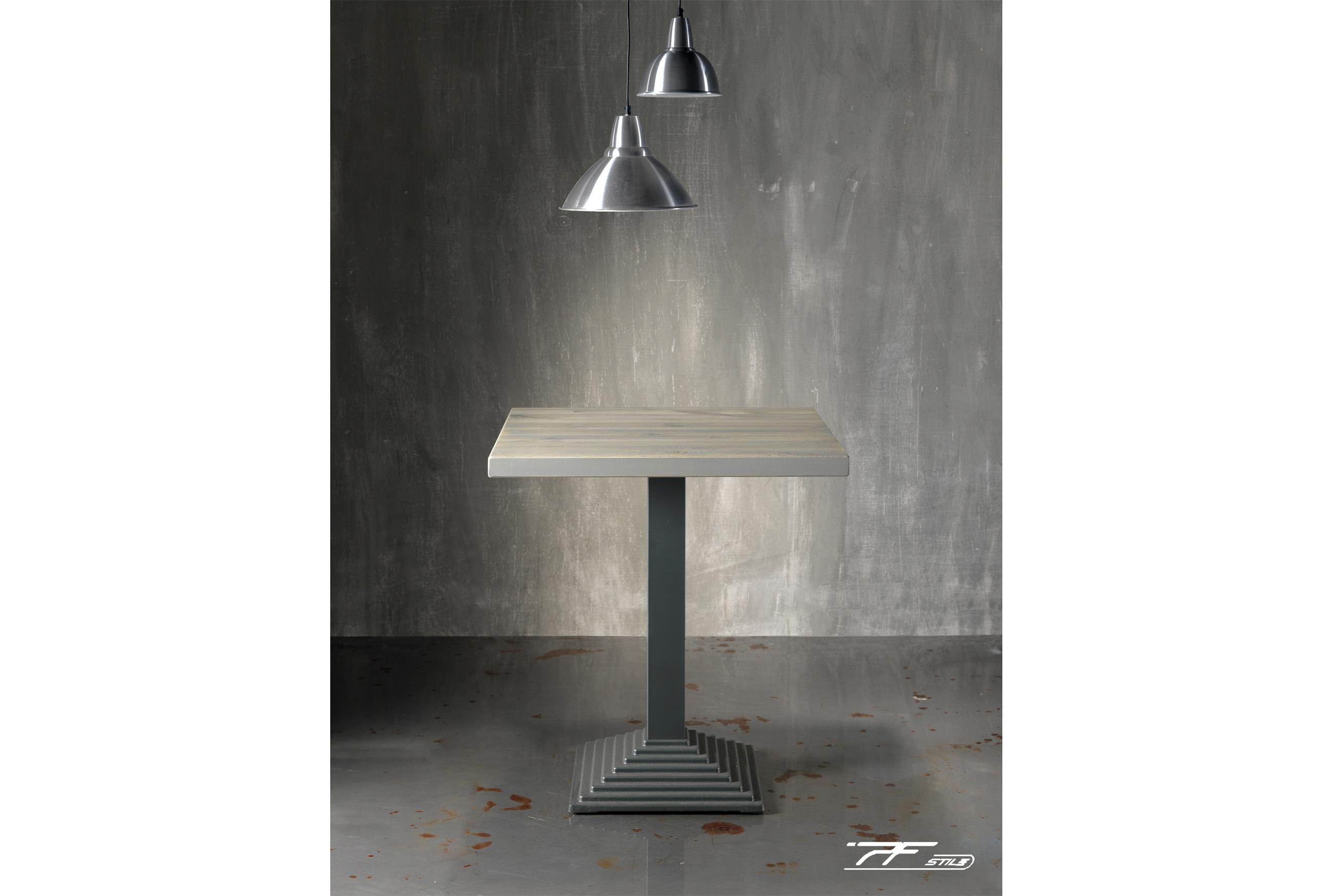 base 103 in fusione di ghisa a gradoni con piano in legno massello grigio
