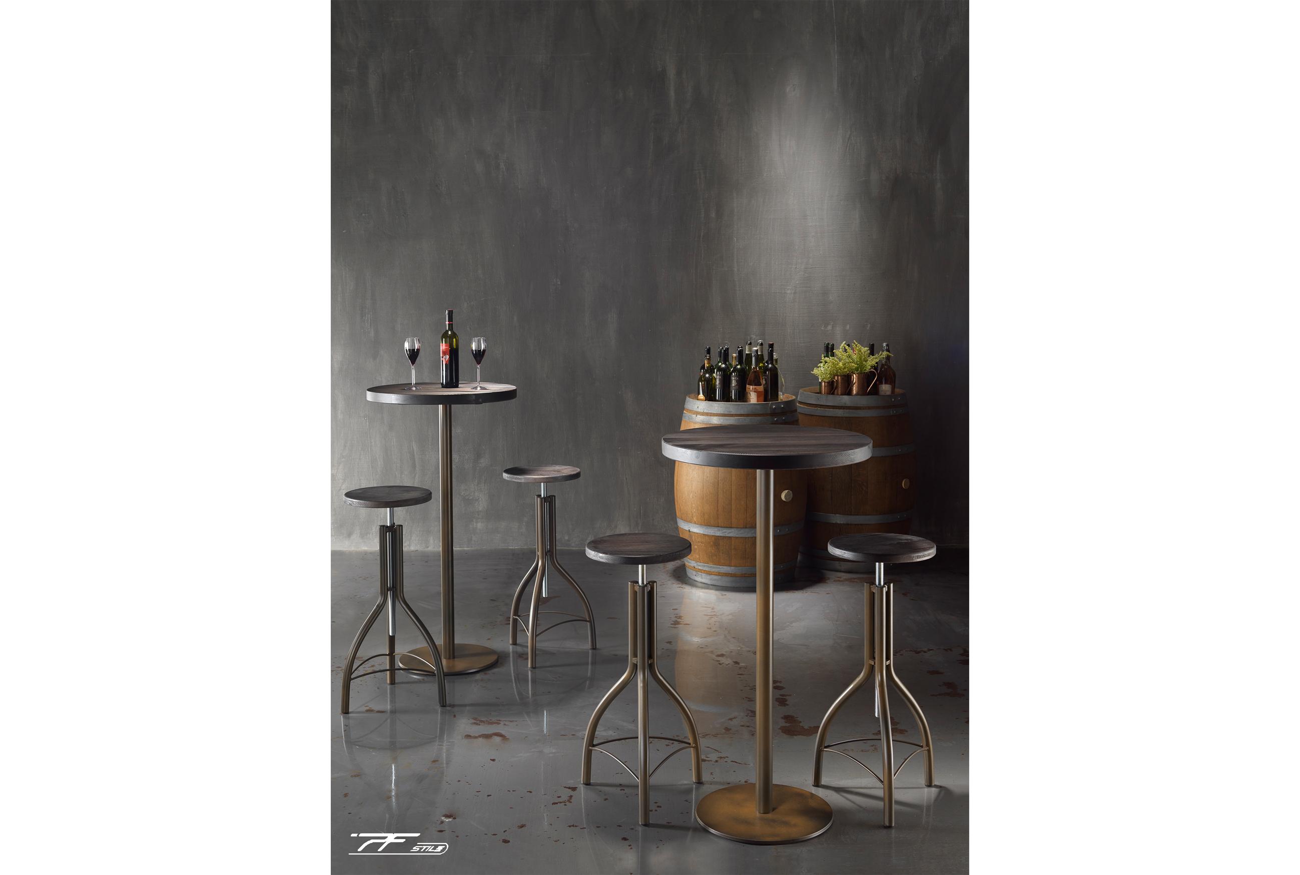 4 sgabelli shabby con telaio in acciaio e scocca in legno, tavolo slim con piano in legno massello